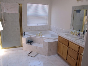 Jerri loves this bath tub in the master bath