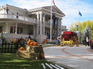 The Governor's Mansion decorated for Halloween